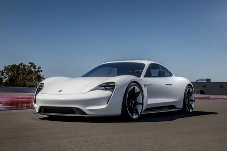 Porsche Taycan delantera lateral