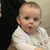 Una bebé de ocho meses que nació sorda oye por primera vez a su madre