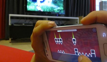 Jugando con el móvil