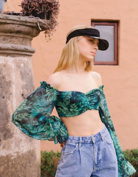 Bershka nos hace soñar con los días de verano (y el fin del confinamiento) con su última colección
