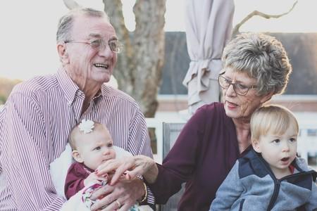 Cuando los abuelos tienen un nieto favorito: qué podemos hacer con unos... y con otros