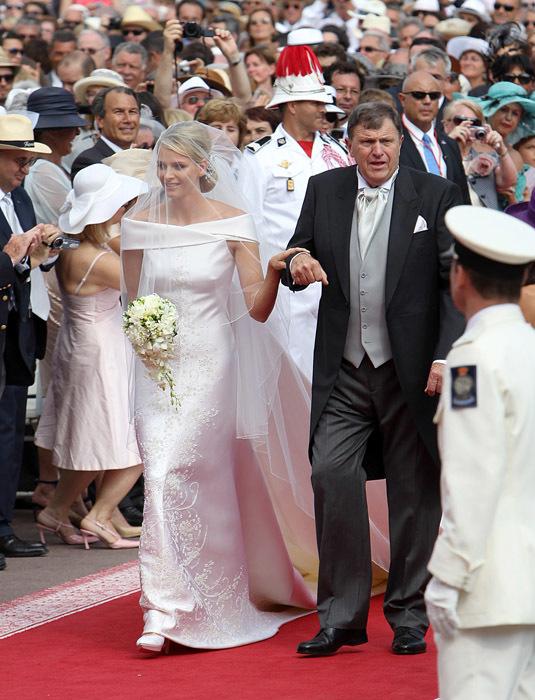 Foto de Todas las imágenes del vestido de novia de Charlene Wittstock en su boda con Alberto de Mónaco (1/19)