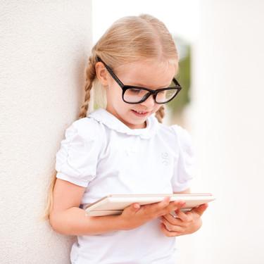 Los expertos alertan del aumento de miopía en niños menores de ocho años por el uso de las pantallas