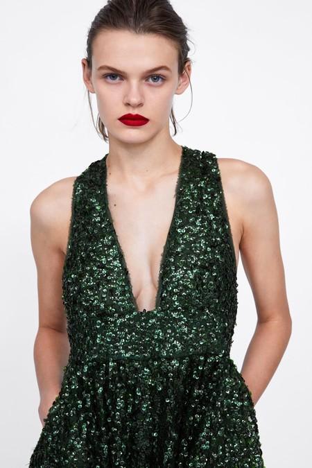 Este es el vestidazo de fiesta de Zara en edición limitada que no tiene nada que envidiar a los de alfombra roja