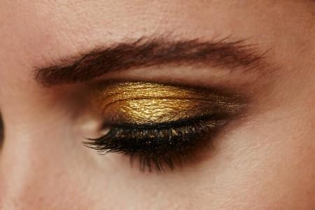 Se acerca la Navidad, y con ella el maquillaje se presenta dorado, ¿te atreves?