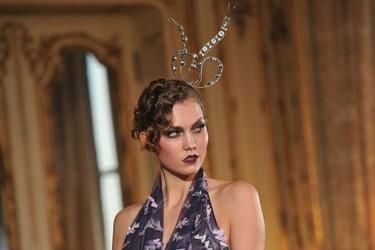 John Galliano Otoño-Invierno 2011/2012 en la Semana de la Moda de París: sobre la pasarela, un genio
