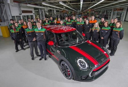 MINI cumple 15 años de vida y ya suma 3 millones de autos producidos en Inglaterra
