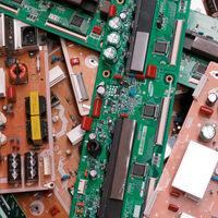 Cada transacción de Bitcoin genera los mismos desechos electrónicos que tirar dos iPhone 12 mini a la basura: estudio