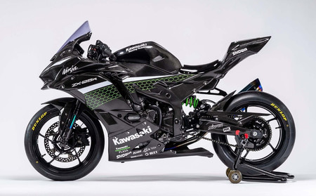 La Kawasaki Ninja ZX-25R Racer repleta de fibra de carbono es una versión solo apta para circuitos