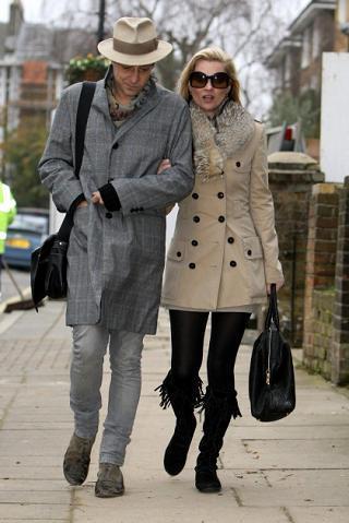 El perfecto look invernal de Kate Moss y su novio