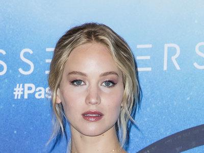 El look más romántico de Jennifer Lawrence en la premiere de 'Passengers' en París