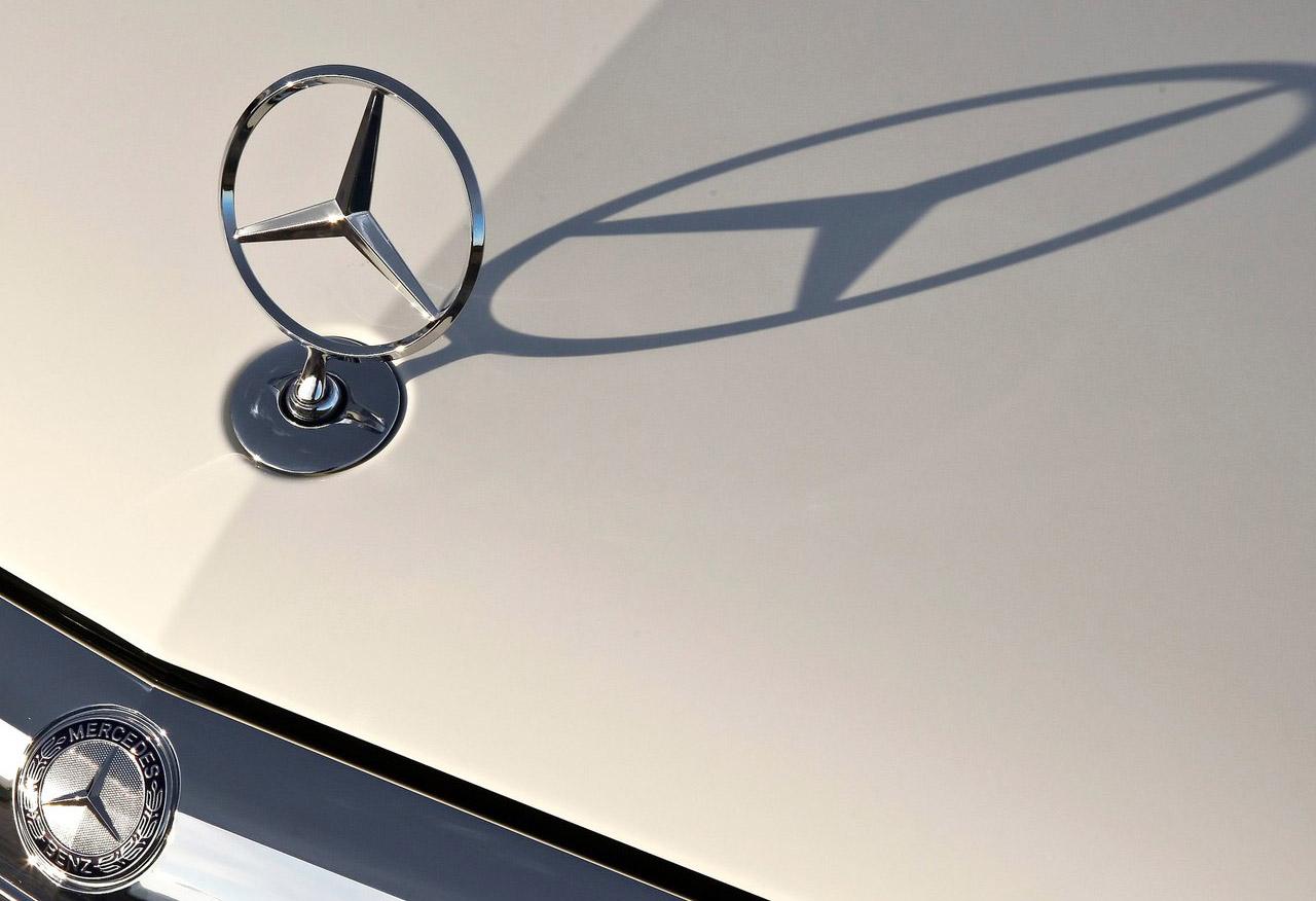 Logos de coches mercedes benz la estrella y el nombre de for Mercedes benz logo for sale