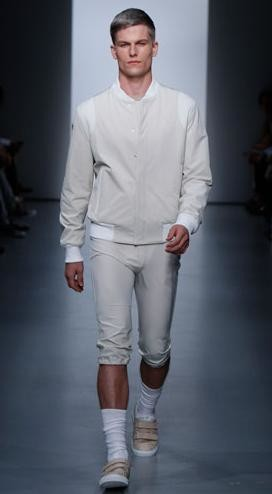 Modas zombie: el retorno de los pantalones blancos