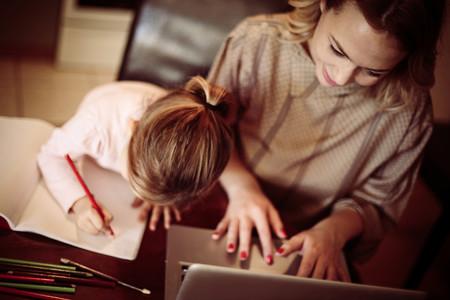Madre Trabajando Hija