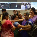 Las nuevas superheroínas de la industria espacial llevan sari: así es llegar a Marte a precio de ganga