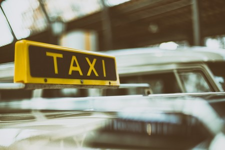 Madrid promete soluciones al sector del taxi para evitar una huelga indefinida en pleno Fitur