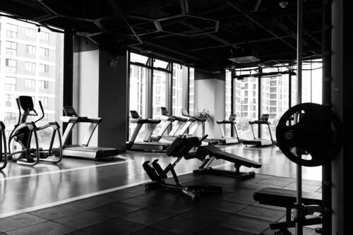 Practicar deporte en casa: 12 bicicletas, cintas y remo indoor rebajadas para quemar calorías sin pisar el gimnasio