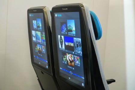 El futuro del pasajero de avión: pantallas de 21 pulgadas detrás de cada asiento