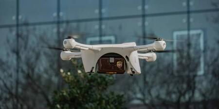 """Un hospital de Carolina del Norte encontró cómo transportar vacunas Covid para evitar que """"se calienten"""": usa drones de UPS"""