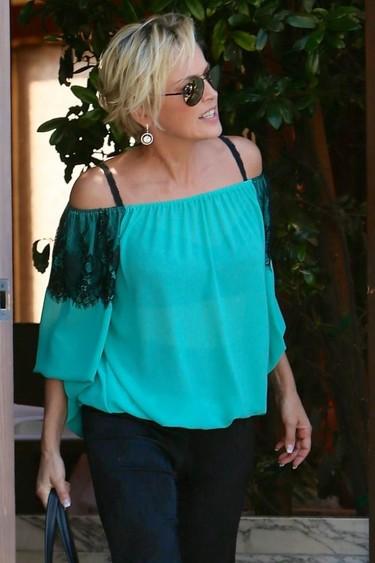 """El """"normcore"""" de una fabulosa Sharon Stone"""