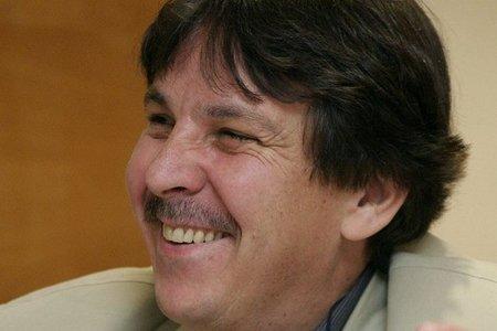 Fallece Nicanor Vélez, poeta y editor colombiano