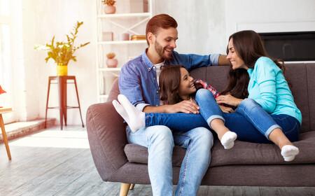 Familia Sentados Sofa