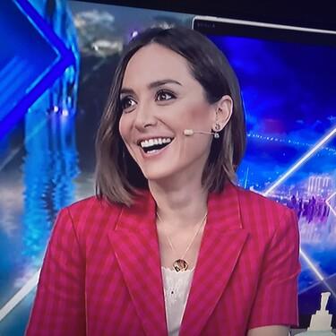 Tamara Falcó triunfa con este look de tendencia de Zara: blazer cropped + jeans de campana