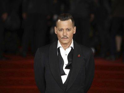 Un sí rotundo al look de Johnny Depp en el estreno de Asesinato en el Orient Express