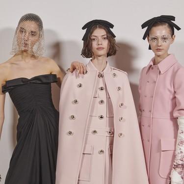 El strass más delicado se cuela en los maquillajes y manicuras más ideales del desfile de Giambattista Valli en la Semana de la Moda de París