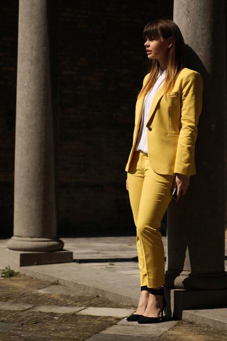 zara traje amarillo moda
