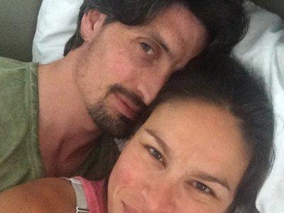 La modelo Mireia Canalda asegura que amamantó a su bebé y a su pareja a la vez