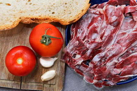 tosta de pan con tomate y jamón ibérico