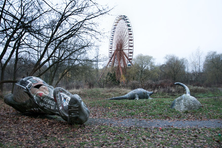 Abandonded Theme Park Seph Lawless 22