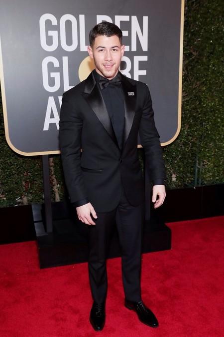 Nick Jonas Es Elegancia Pura En Su Look Para Los Golden Globes 2018 2