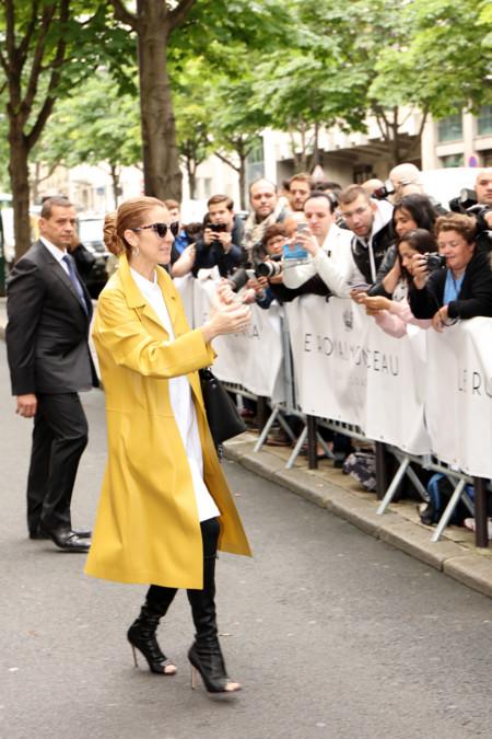 Celine Dion Con Biker Amarilla A