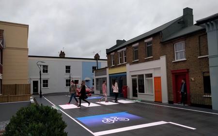 Este paso de peatones lo genera unos LEDs en el asfalto según el contexto y dando prioridad al peatón