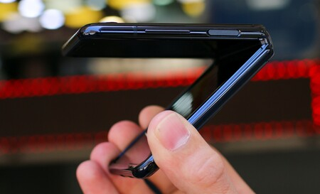 Apple sigue investigando las pantallas plegables y patenta un nuevo sistema de bisagra para aumentar su durabilidad