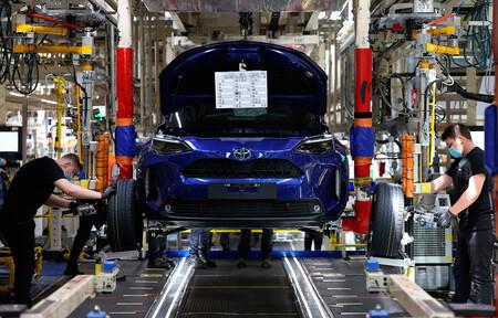 La crisis de microchips alcanza a Toyota: recortará la producción de coches un 40%