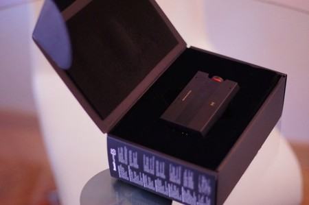 Abriendo la caja del Sound Blaster E5 de Creative