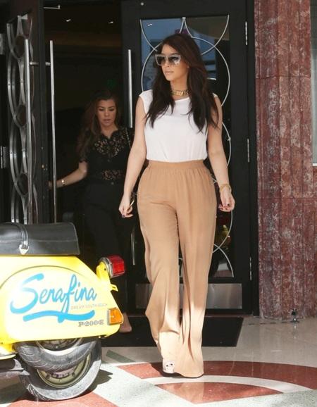 kim kardashian pantalones anchos