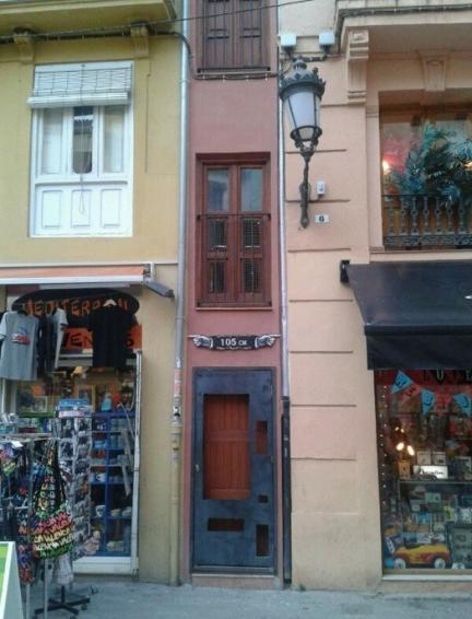 La casa m s estrecha de espa a est en valencia for Casas de sofas en valencia