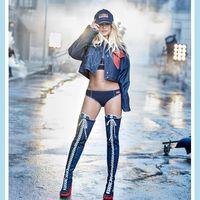 Estamos en shock: Britney Spears es imagen de Kenzo (e insiste con un look denim de los pies a la cabeza)