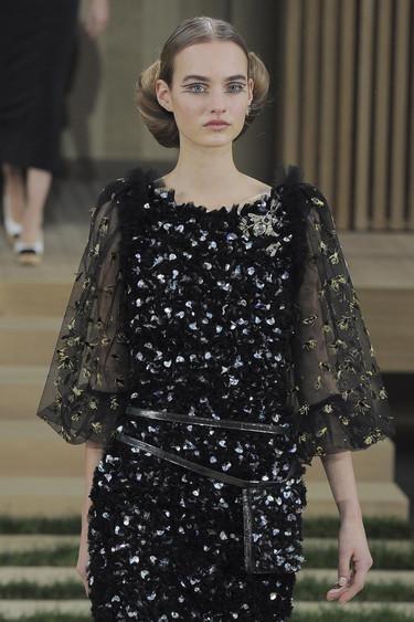 El zumbido de las abejas acompañó todo el desfile Couture de Chanel