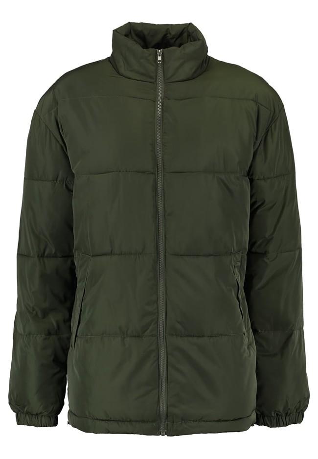 Por tan sólo 15,20 euros tenemos el abrigo de invierno de Yourturn en verde oliva en Zalando con envío gratis