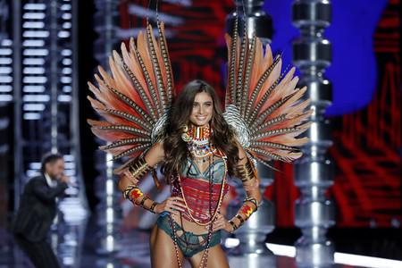 Victoria's Secret ha sido acusada de apropiación cultural otra vez y su desfile vuelve a tener la culpa