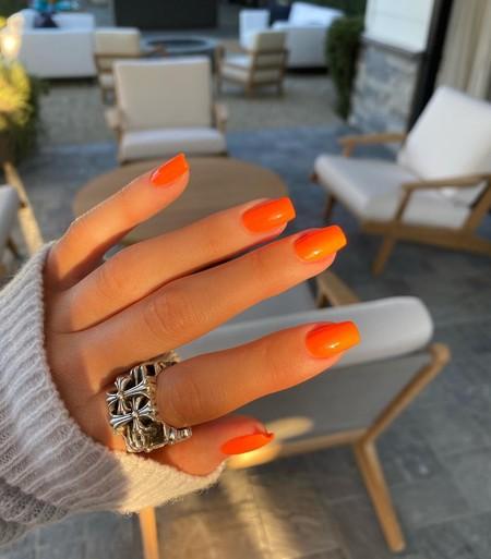 Kylie Jenner Color Naranja Manicura 02