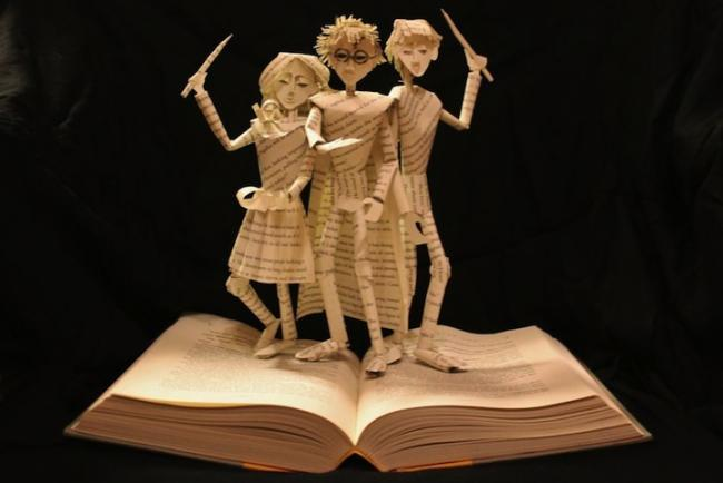 Harry Potter escultura en libro