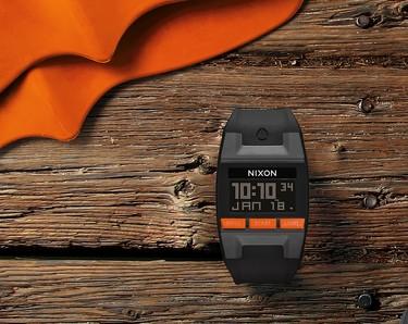 La nueva versión del reloj Comp de Nixon se alza como el compañero ideal del próximo verano