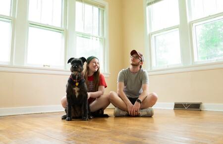 Sin casa, trabajo o hijos, pero con millones de perros: el boom de las mascotas entre los millennials