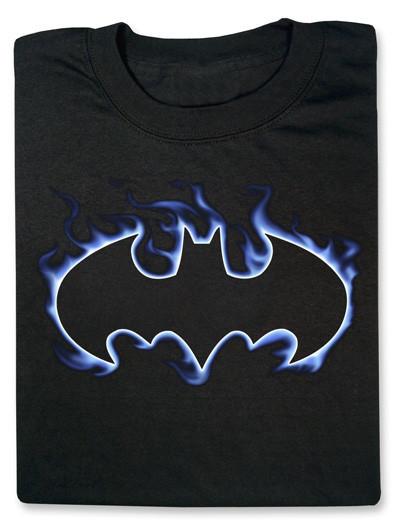 Todo un superhéroe con la camiseta de Batman